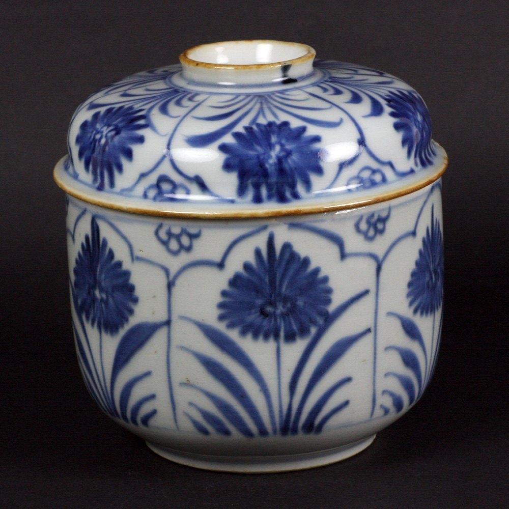 CHINESE KANGXI PORCELAIN LIDDED JAR Kangxi 1662-1722